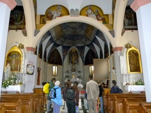 """... in cerkev sv. Lucije, po kateri se je kraj imenoval v bližnji preteklosti (od tod tudi izraz """"svetolucijska kultura"""")."""